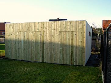 Modern tuinhuis in de vorm van een kubus