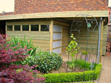 Tuinhuis met terras